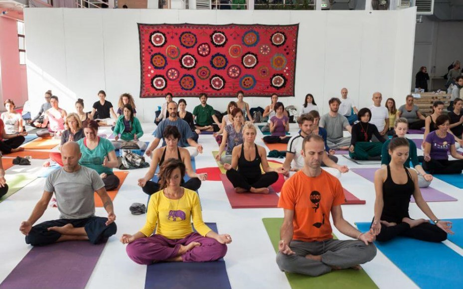 4 Reasons Why You'll Want to Meet Up to Meditate