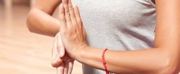7 Ways to Prevent Wrist Injury in Yoga