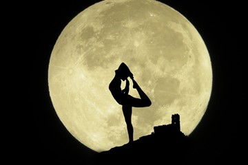 Full Moon Yoga Flow to Get Into the Halloween Spirit