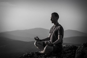 Find the Mind's 'Off Switch': 3 Ways to Rein In Your Brain During Meditation
