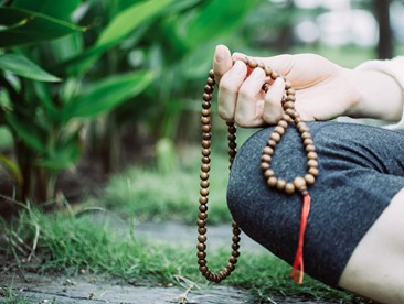 How do I use mala beads?